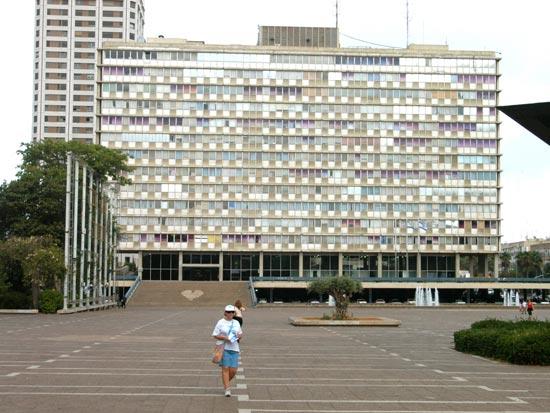 כיכר רבין ובניין העירייה