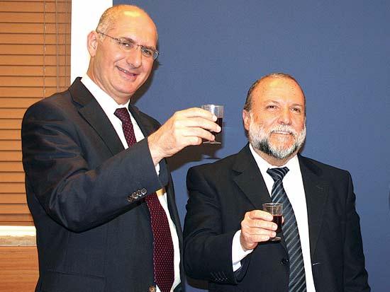 יצחק כהן, דורון כהן, הרמת כוסית לפסח במשרד האוצר / צילום: יחצ