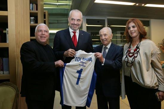 פרס, ראש ממשלת אלבניה ופיני גרשון/ צילום:מירי שמעונוביץ
