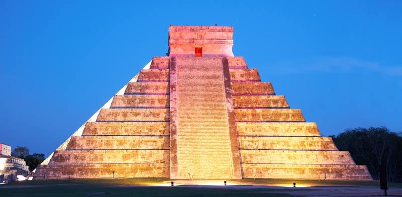 הפירמידה בלילה / צילום: shutterstock