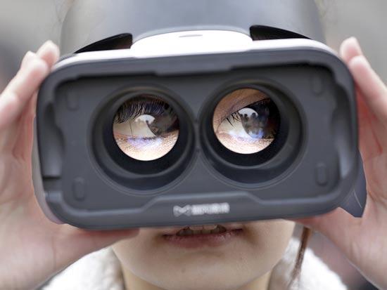 משקפיים של מציאות מדומה / צילום: רויטרס