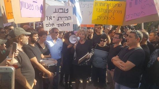 ראש העיר נתניה  מרים פיירברג איכר הגיעה להביע תמיכה בעובדי טבע / צילום: יחצ
