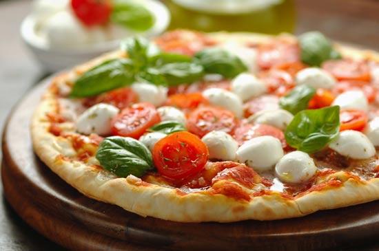 פיצה נפוליטנית/צילום: Shutterstock/ א.ס.א.פ קרייטיב