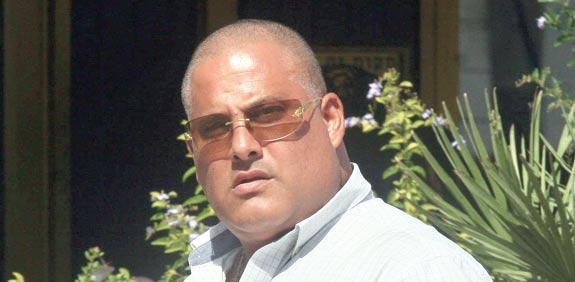 גבר על קטנוע ירה לעבר עד המדינה נגד אלון חסן
