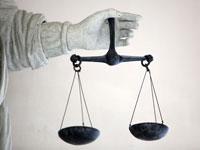 ניוזלטר דין וחשבון מאניים, צדק, משפט / צלם רויטרס
