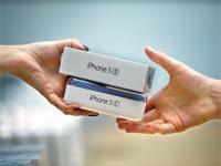 שני מכשירי האייפון החדשים של אפל / צילום: בלומברג