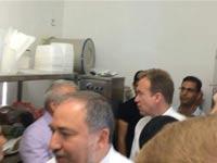 שר החוץ אביגדור ליברמן ושר החוץ הנורווגי אספן איידה במקלט בית החולים / צילום: יוסי זמיר