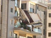 המרפסת שקרסה בבניין של גינדי בחדרה / צילום: גיל ארבל