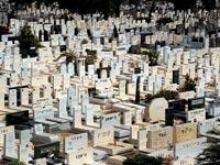 """חשד: כך נקברו כספי משקיעי נדל""""ן בבית קברות בראשל""""צ"""