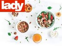 פירות טריים, אגוזים, קוואקר,  עלים ירוקים, ממרח שקדים / צילומים: Shutterstock | א.ס.א.פ קריאייטיב