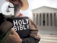 מפגין דתי מול בית המשפט העליון בוושינגטון / צילום:רויטרס