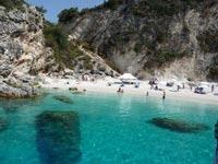 חוף באי לפקדה ביוון /צילום: באדיבות אופק תיירות