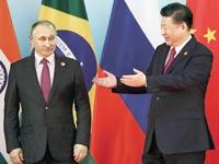 נשיא סין שי ג'ינגפינג עם נשיא רוסיה ולדימיר פוטין בפסגת ה-BRICS / צילום:רויטרס