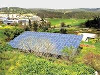 מערכת סולארית בבית פרטי. חיסכון של 8,000 שקל בשנה בחשבונות החשמל / צילום: איל יצהר