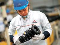 מפעל רכב של מיצובישי באינדונזיה / צילום: בלומברג