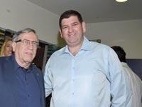 """ראשי עיריות ר""""ג וגבעת שמואל, ישראל זינגר (משמאל) ויוסי ברודני / צילום: תמר מצפי"""
