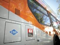 אוטובוס שנוסע על גז טבעי בקליפורניה. רוב זיהום האוויר נגרם מתחבורה / צילום: רויטרס