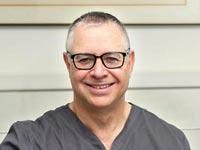 טיפולי שיניים: מדוע כדאי להתייעץ עם מומחה לשיקום הפה?