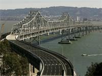גשר המפרץ בין סן פרנסיסקו לאוקלנד. פרויקט השיפוץ התארך ועלותו התנפחה מאוד / צילום: רויטרס