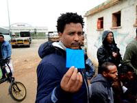 מבקשי מקלט ברשות ההגירה והאוכלוסין / צילום: איל יצהר