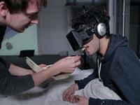 מארק פריד, אמן, ניסוי משקפי מציאות מדומה oculus rift קיקסטארטר / צילום: וידאו