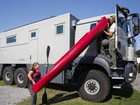 צפו: בית מפואר על גלגלים במחיר של וילה בהרצליה/משאית אקסטרים לשטח MAN   / צילום: וידאו