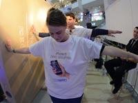 צפו: הישראלים שסבלו עד אור הבוקר בשביל אייפון 6