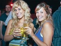 צפו: היום שבו אלפי ישראלים יוצאים לשתות יין בזול