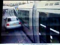 צפו: השניות שאחרי פיגוע הדריסה ברכבת הקלה