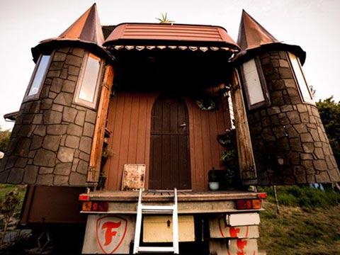 משאית שהופכת לטירה, בית זעיר / צילום: livebiginatinyhouse.com