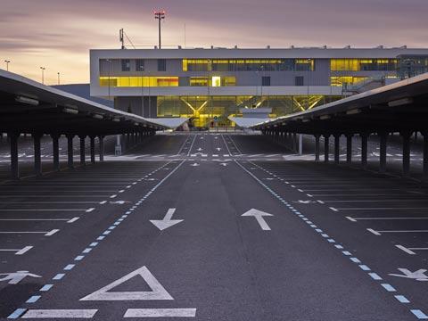 """שדה התעופה בסיודאד ריאל ספרד , בועת נדל""""ן / צילום: וידאו"""