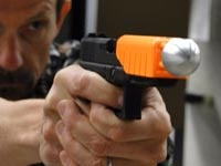 """מציל חיים: פיתוח חדש הופך כל אקדח """"לבלתי קטלני"""""""