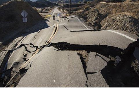 כביש נהרס בקליפורניה / צילום: מהוידאו