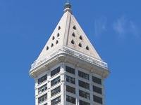 צפו: לא תאמינו מי גר בפנטהאוז המדהים של המגדל הזה