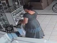 צפו: לא תאמינו מה האישה הזו החביאה מתחת לשמלה