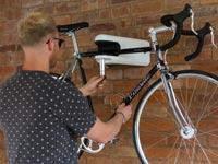 צפו: פטנט חדש וחכם שפותר בעיה שכל רוכב אופניים מכיר