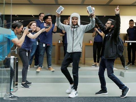 אייפון 7, השקה, הלקוח הראשון/ צילום: רויטרס