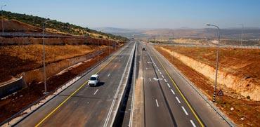 מקטע כביש דו-נתיבי דו מסלולי חדש במחלף קדרים החדש כביש 65 / צילום חברת נתיבי ישראל