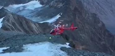 צפו: חילוץ מסוק בהרי האלפים כמעט והסתיים במוות אכזרי