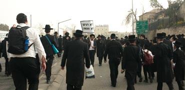 """28 בכירי העיתון החרדי """"הפלס"""" עצורים בחשד לשידול באיומים"""