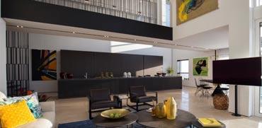 """עומדת למכירה: הצצה לאחת הדירות היקרות ביותר בת""""א"""
