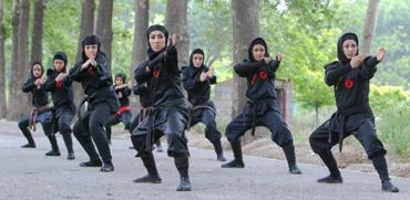 טראמפ מאחוריך: יחידת הנינג'ות האיראנית שמורכבת מאלפי צעירות