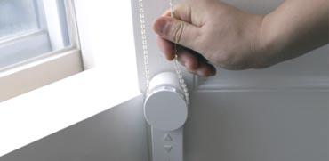 פתרון מבריק: מוצר חדש וזול הופך כל תריס או וילון לחשמלי