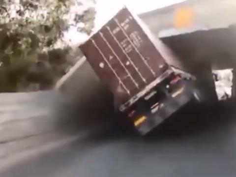 תאונות משאית עם גשר/ צילום: אור ירוק