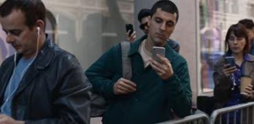 ויראלי ברשת: סמסונג לועגת לאפל ולאייפון X בסרטון חדש