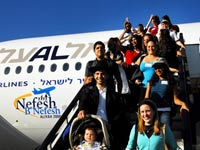 תיירות ניכנסת, יורדים מהמטוס/ צילום: שאטרסטוק