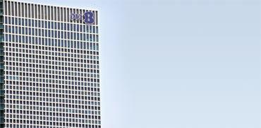 משרדי בזק במגדלי עזריאלי/ צילום: תמר מצפי