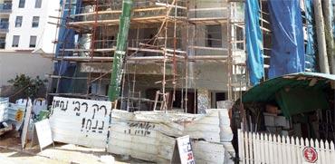 """פ""""ת: בניין קיבל היתר להקמת 4 קומות - אך בפועל נבנו 7 קומות"""