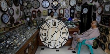 אז מה שעה?