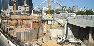 יציקות בטון באתר בנייה / צילום: תמר מצפי